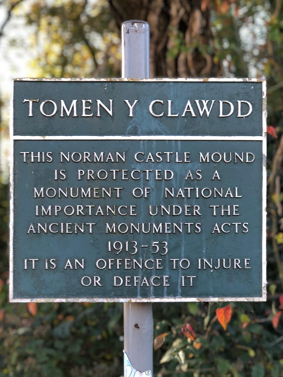 Tomen Y Clawdd - The Monkey Tump