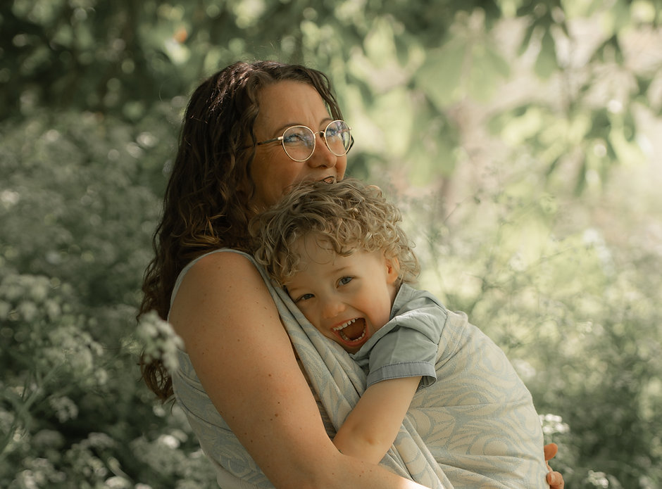 Draagshoot mama en kind motherhood  2021  Photography with Love Sabrina Serraarens HR-82.j