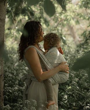 Draagshoot mama en kind motherhood  2021  Photography with Love Sabrina Serraarens HR-62_e