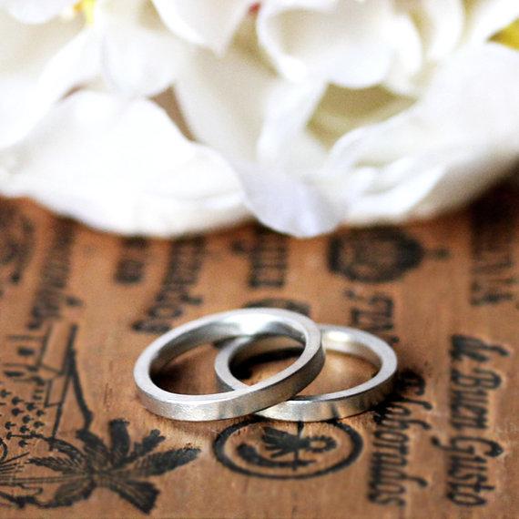 Sustainably-sourced platinum wedding ring set