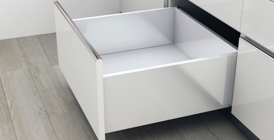 Hidastettu keittiön laatikko