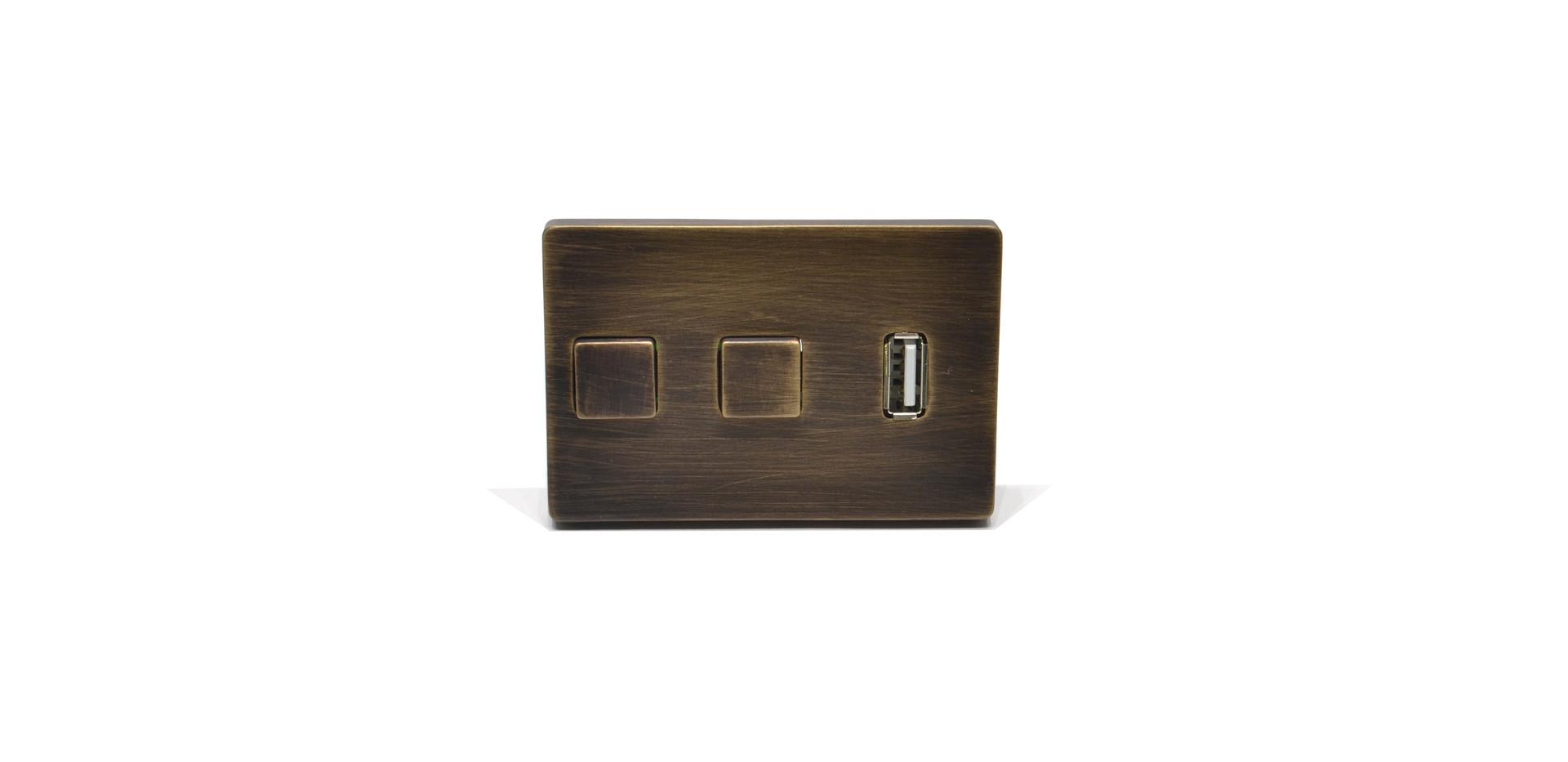 Pulsantiera-da-incasso-con-presa-USB-Ott