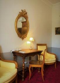 miroir oval dans gite (2).jpg