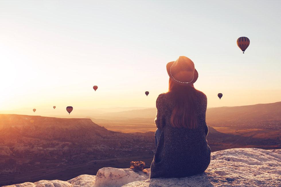 woman viewing sunrise balloons.jpg