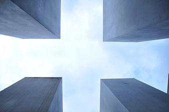 四の灰色の建物