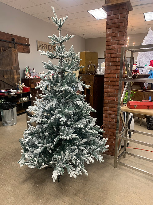 7 1/2 ft Flocked Tree