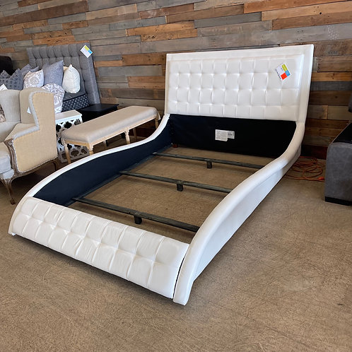 White Queen Tufted Bed Set