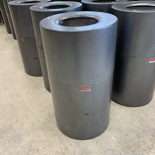 Rubbermaid Commercial Grade 40 Gallon Garbage Cans