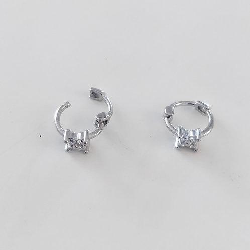925 Ayar Gümüş Çiçek Beyaz Zirkon Taşlı Piercing Minimal Halka Küpe
