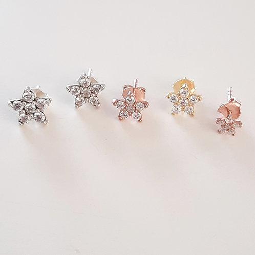 925 Ayar Gümüş Zirkon Taşlı Çiçek Figürlü Pimli 4 Boy Küpe