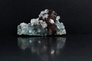 Apophyllite, Helundud, Prenite  (£1. 6cm long. 325g weight)
