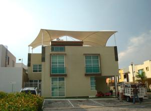Velaria de lona en terraza residencial