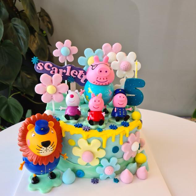 Peppa Pig theme cake