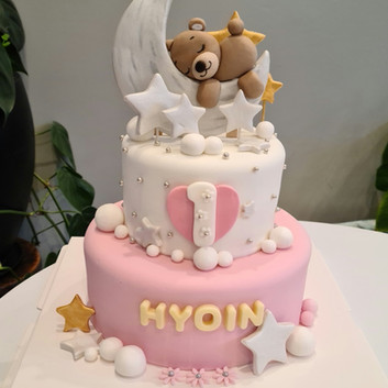 2-tier Teddy Bear cake