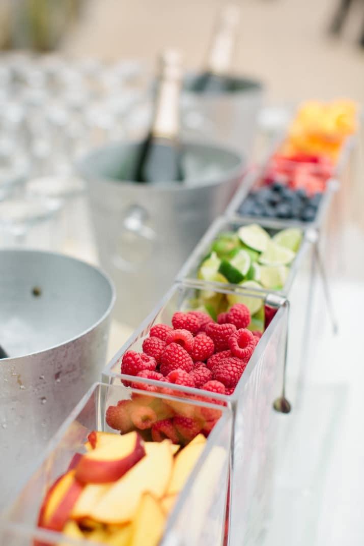 Pimp-your-Prosecco fruit bar