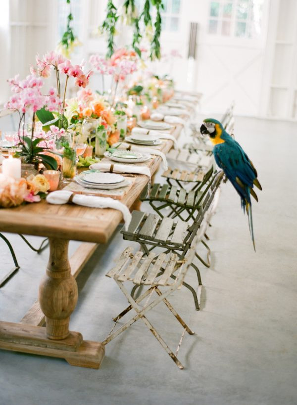 Holding on to summer with tropical Bright Wedding Style Inspiration