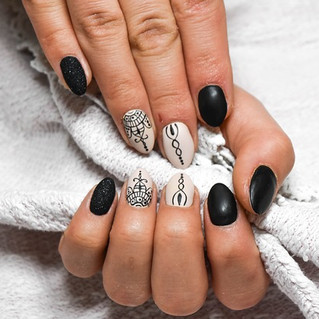 Black and White Nails Art
