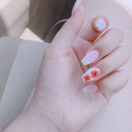 Flower Ombre Nails