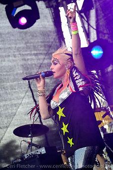 madhen_singer.jpg