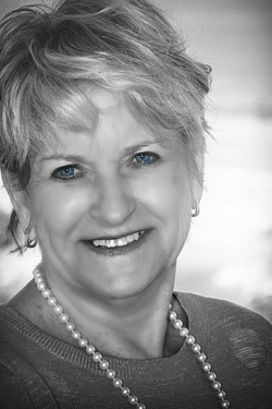 Elaine Bryant, B&W  Headshot