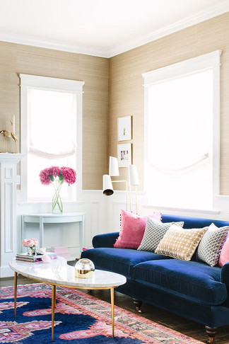 e37cc9b354334b446a2f01a27443b3c1--royal-blue-couch-living-room-navy-blue-velvet-couch.jpg