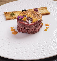 Hand-Cut-Steak-Tartare-With-Hollandaise-