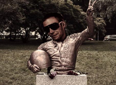 Jarno Rulli sai patsaan Italiaan - Paavi liikuttui paljastamistilaisuudessa