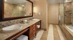 pspwi-suite-bathroom-7853-hor-wide