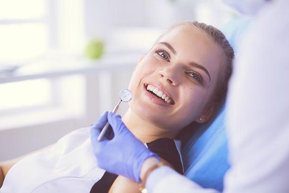 Implante-Dentário-Dor.jpg