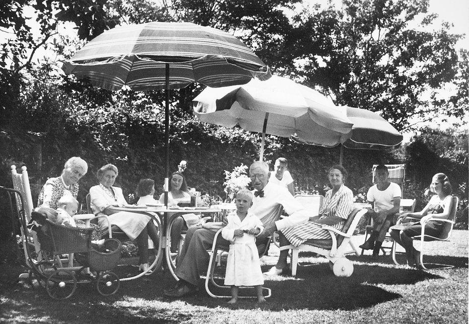 Blakeslees & Reigeluths Under Umbrella,