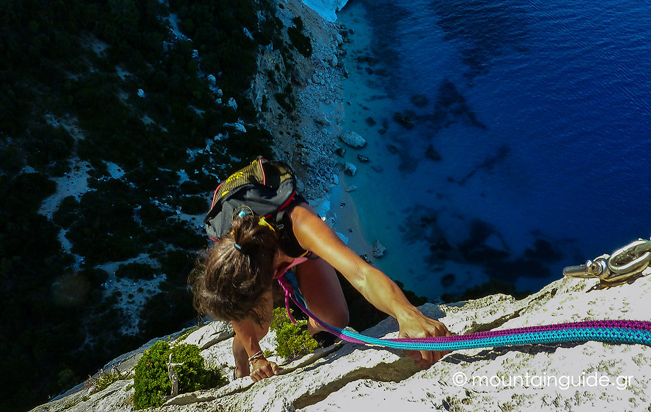 NikosHadjis_RockClimbing_Sardinia_07.jpg