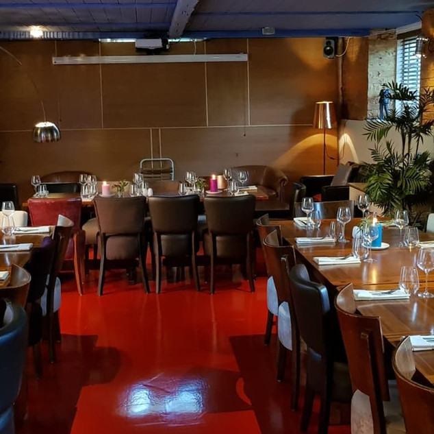 Red Room Dinner Set
