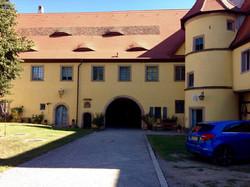 Hofseite Schloss Adelsdorf