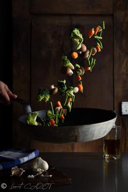 Poêlée de légumes en mouvement