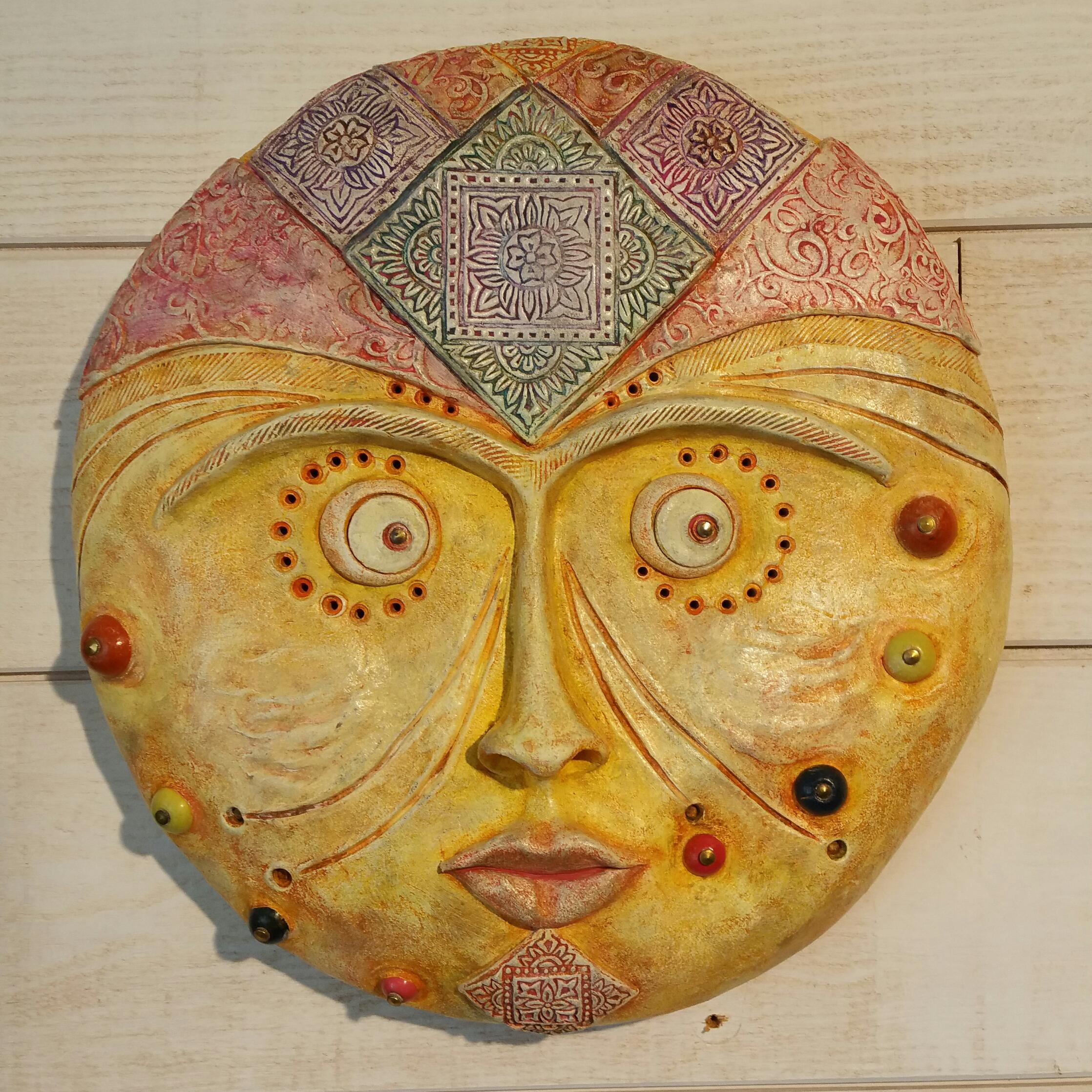 visage lune ethnique