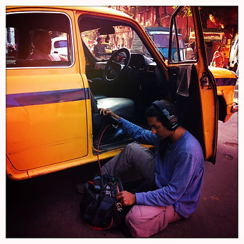 Prise de son en pleine rue de Calcutta