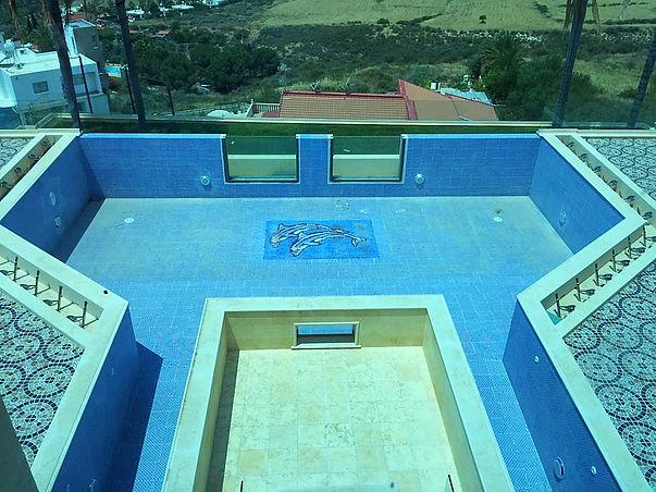 Бассейны с фонтанами на Кипре