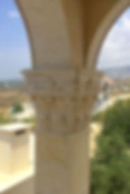 Колонны из камня, декоративные колонны
