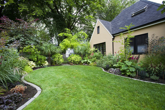 house-and-landscaped-yard-GSL7P98.jpg
