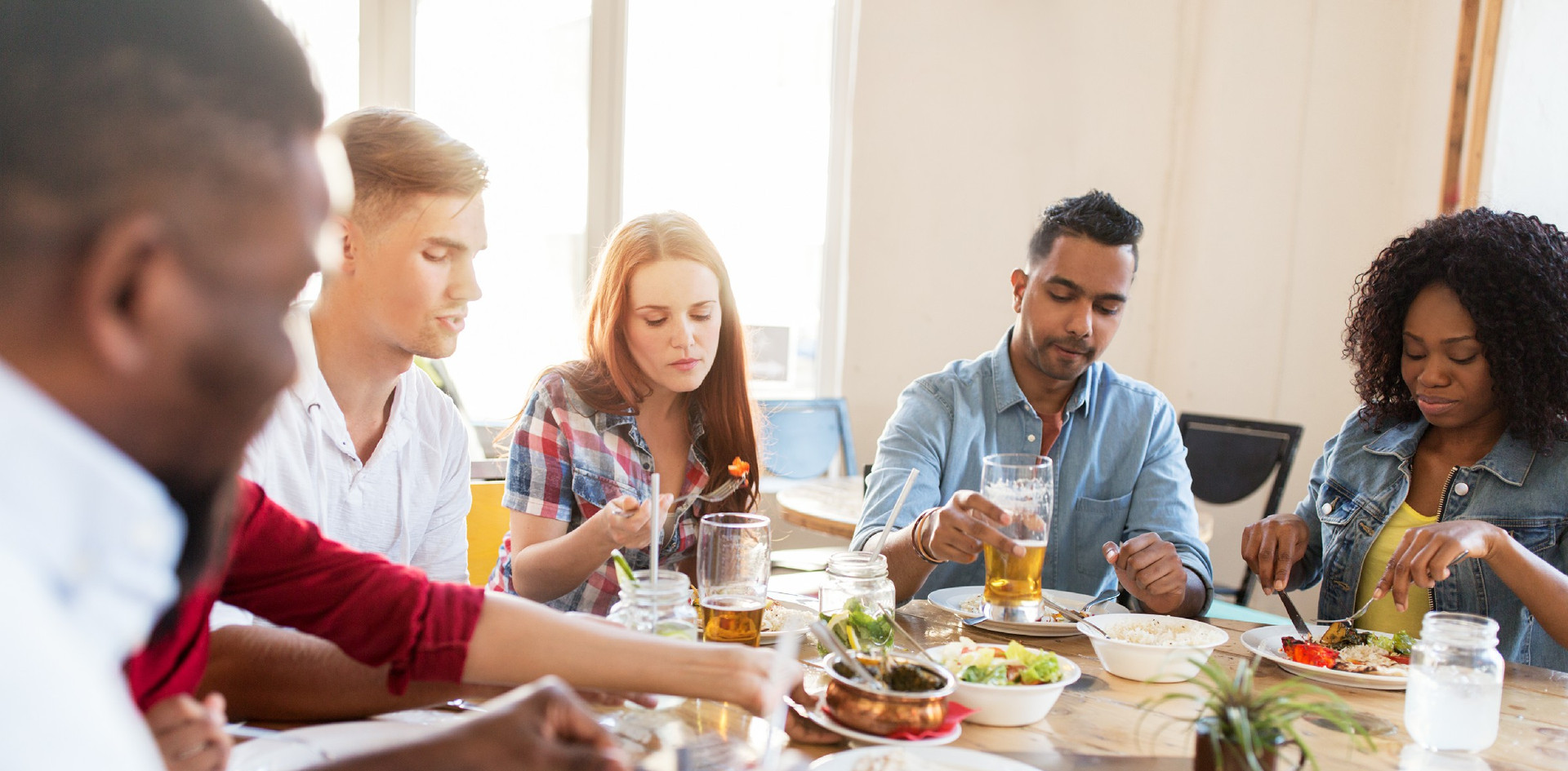 friends-eating-at-restaurant-PB2JMX8.jpg