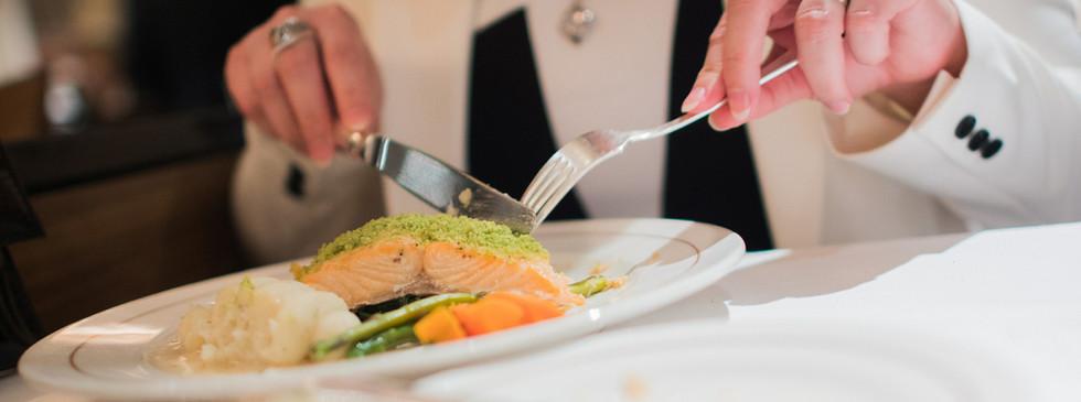 elegant-restaurant-dinner-PBKF49U.jpg