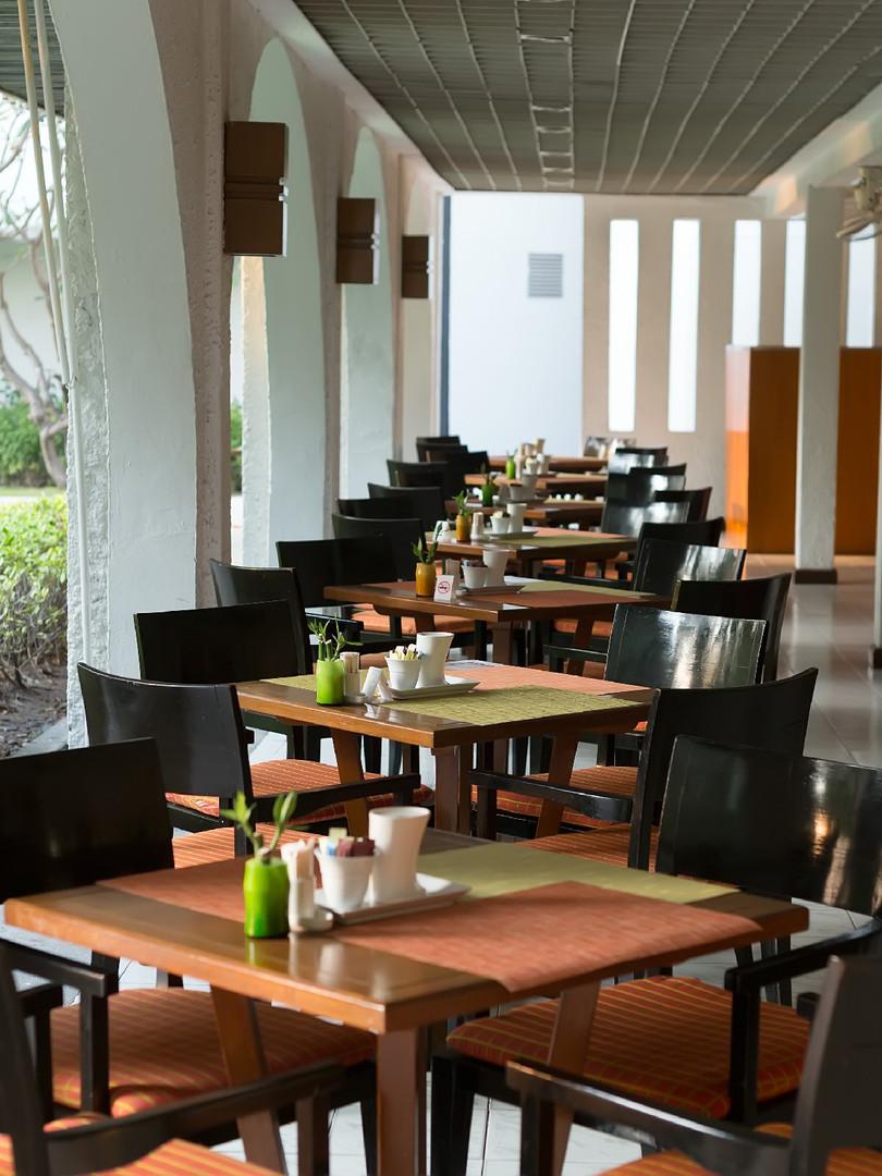 empty-restaurant-PJX7YUP.jpg