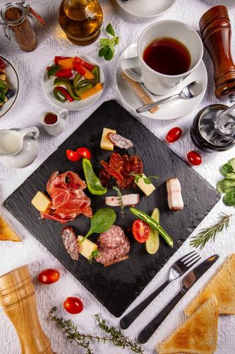 restaurant-breakfast-9BCURMS.jpg