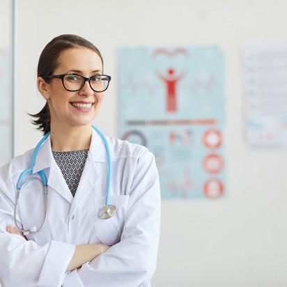 doctor-working-at-hospital-9AGKBN4.jpg