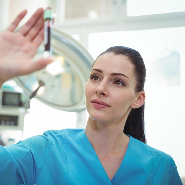 בדיקות דם או מעבדה בבית