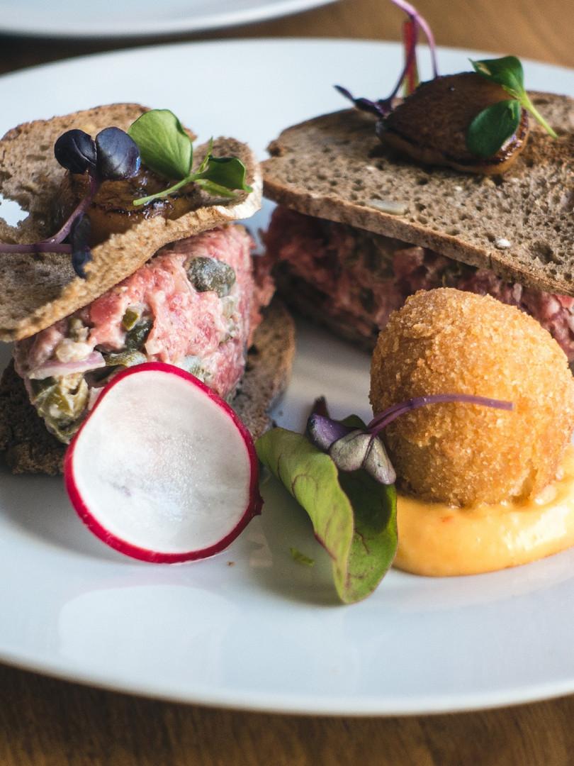 fancy-steak-tartare-in-restaurant-3ZPM2A