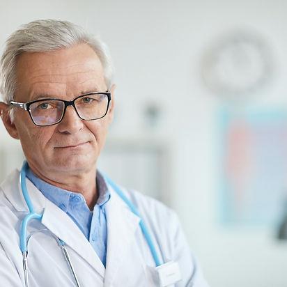 experienced-senior-doctor-R3H6AEU.jpg