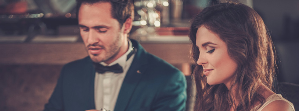 beautiful-couple-in-a-restaurant-PYG3797