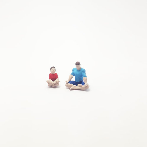 Pai e filho meditando