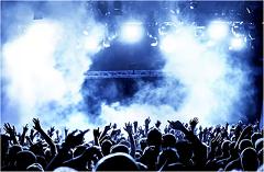 Concert - (c) A 2 pas de la scène